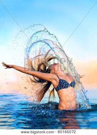 Blonde in the water waving hair