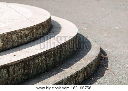 Round Steps