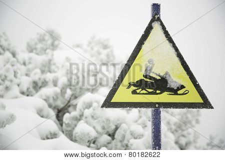 Frozen snowmobile sign and fogy, snowy background