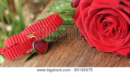 Heart Pendant With Red Roses