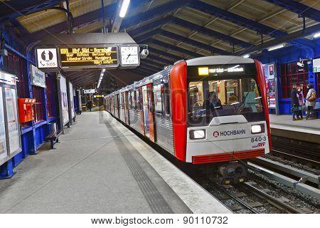 Train Leaves Station Roedingsmarkt In Direction Barmbek