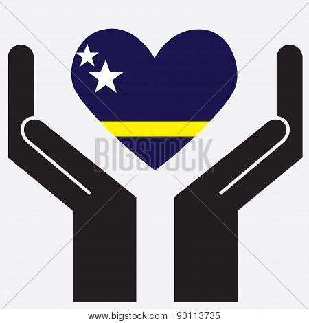 Hand showing Curacao flag in a heart shape.