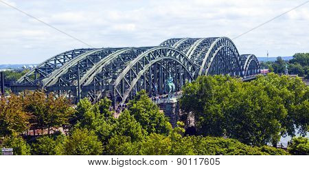 people enjoy to walk along the promenade at the Hohenzollern bridge