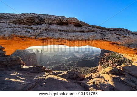 Sunrise at Mesa arch USA