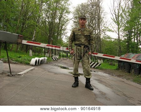 The soldier on control check point
