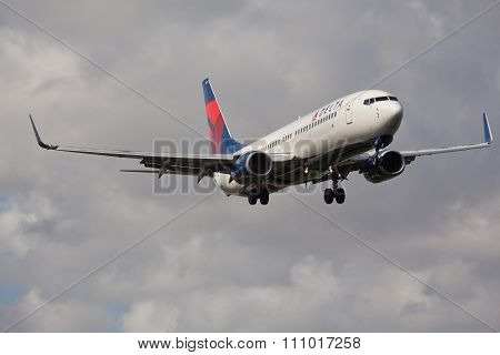 FORT LAUDERDALE, USA - November 4, 2015: A Delta Air Lines Boeing 737 aircraft landing.