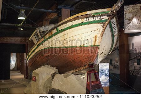 San-francisco-united States, July 13, 2014: Authentic Monterey Fishing Boat Little Rose Beached On T