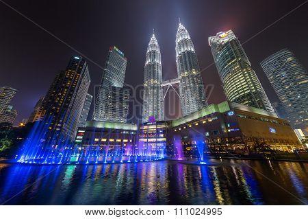 Kuala Lumpur, Malaysia - Circa September 2015: Panorama Of Petronas Twin Towers And Lake Symphony By