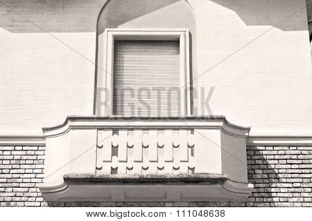Italy  Venetian Blind     In    Europe    Old Architecture And Gray