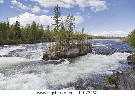 Cataract Padun on Umba river