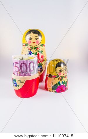 European Money In Russia Hands - €50 Euro Bank Notes In Russian Dolls Matryoshka.