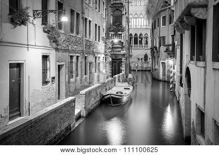 B&w Scene From Venice