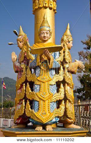 Estatua de Deva en Myanmar estilo arte de moldeo