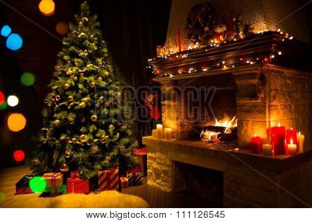 fireplace and decorated Christmas tree un Living room