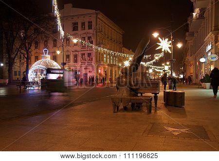 Musician rickshaw and Christmas street.