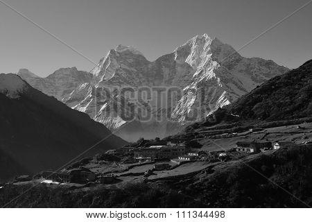 Village Dhole And Mt Thamserku, Everest National Park