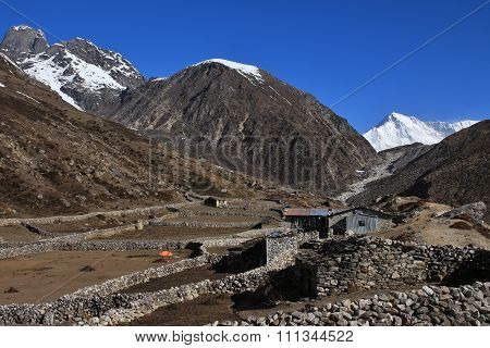 Scenery On The Way To Gokyo