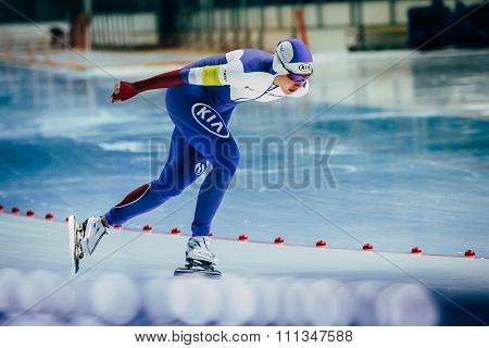 woman athlete speedskater goes around turn sprint distance
