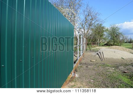Diagonal pattern of metal profile. Fences from the galvanized iron painted by a polymeric covering. ** Note: Visible grain at 100%, best at smaller sizes