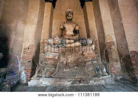 Ancient Buddha In Wat Chaiwatthanaram,Ayutthaya Historical Park Of Thailand.