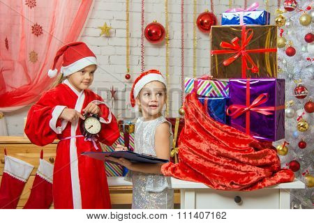 Santa Claus Shows That The Assistants Time To Deliver Christmas Gifts