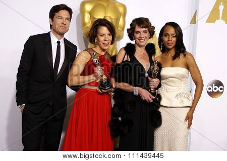 Jason Bateman, Ellen Goosenberg Kent, Dana Perry and Kerry Washington pose in the press room during the 87th Annual Academy Awards at Loews Hollywood Hotel on February 22, 2015 in Hollywood.