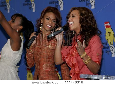 November 15, 2005 - Hollywood - Kelly Rowland, Michelle Williams and Beyonce Knowles at the 2005 World Children's Day at The Los Angeles Ronald McDonald House Ronald McDonald House in Hollywood.