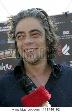 Benicio Del Toro at the Standup For Skateparks benefit held at Pinz Bowling Alley in Studio City, California on October 3, 2004.