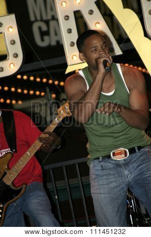 Will Smith with Jada Pinkett Smith and her band 'Wicked Wisdom' perform on stage at Grove in Los Angeles in 2004.