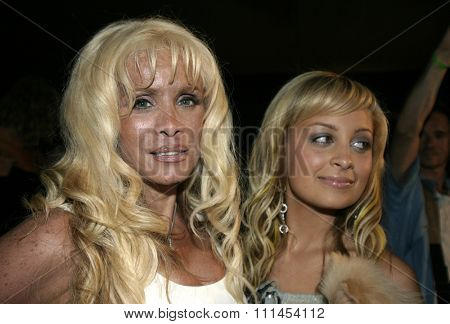 19 August 2004 - Hollywood, California - Victoria Gotti and Nicole Richie. Pelle Pelle's Celebrity Catwalk for charity hosted by Nicole Richie at the Palladium in Hollywood.