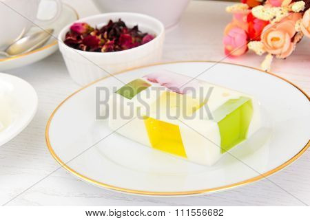 Diet Dessert: Fruit Jelly, Gelatin and Tea.