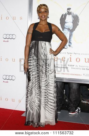 HOLLYWOOD, CA - NOVEMBER 01, 2009. Mary J. Blige at the AFI FEST 2009 Screening of 'Precious' held at the Grauman's Chinese Theater in Hollywood, USA on November 1, 2009.