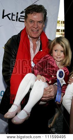November 27, 2005 - Hollywood - Chris McDonald with daughter, Ava at the 2005 Hollywood Christmas Parade at the Hollywood Roosevelt Hotel in Hollywood, CA. USA.