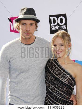 Dax Shepard and Kristen Bell at the 2011 VH1 Do Something Awards held at the Palladium Hollywood in Los Angeles, California, United States on August 14, 2011.