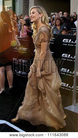 Sienna Miller at the Los Angeles premiere of