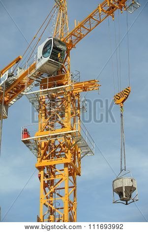 Tower Crane used to lifting heavy load