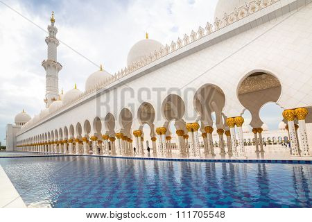 ABU DHABI, UAE - 26 MARCH 2014: Sheikh Zayed Grand Mosque in Abu Dhabi, United Arab Emirates. Grand Mosque in Abu Dhabi is the largest mosque in United Arab Emirates for more than 40,000 prayers.