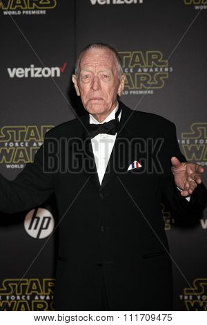LOS ANGELES - DEC 14:  Max von Sydow at the Star Wars: The Force Awakens World Premiere at the Hollywood & Highland on December 14, 2015 in Los Angeles, CA