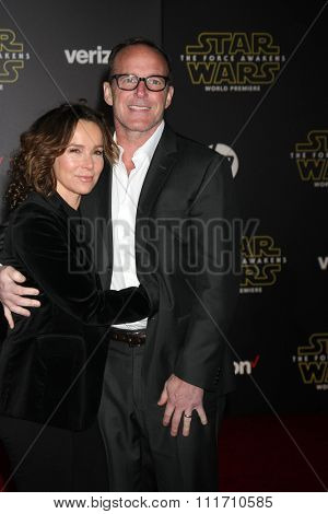 LOS ANGELES - DEC 14:  Jennifer Grey, Clark Gregg at the Star Wars: The Force Awakens World Premiere at the Hollywood & Highland on December 14, 2015 in Los Angeles, CA