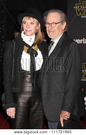 LOS ANGELES - DEC 14:  Kate Capshaw, Steven Spielberg at the Star Wars: The Force Awakens World Premiere at the Hollywood & Highland on December 14, 2015 in Los Angeles, CA