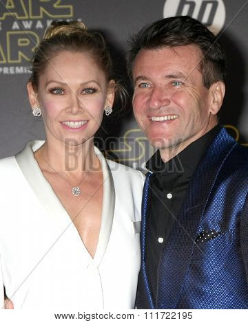 LOS ANGELES - DEC 14:  Kym Johnson, Robert Herjavec at the Star Wars: The Force Awakens World Premiere at the Hollywood & Highland on December 14, 2015 in Los Angeles, CA