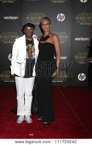 LOS ANGELES - DEC 14:  Spike Lee, Tonya Lewis Lee at the Star Wars: The Force Awakens World Premiere at the Hollywood & Highland on December 14, 2015 in Los Angeles, CA