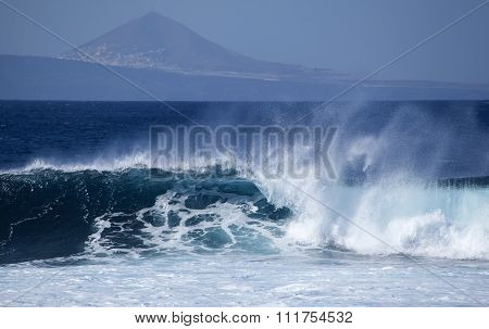 Breaking Waves Natural Background
