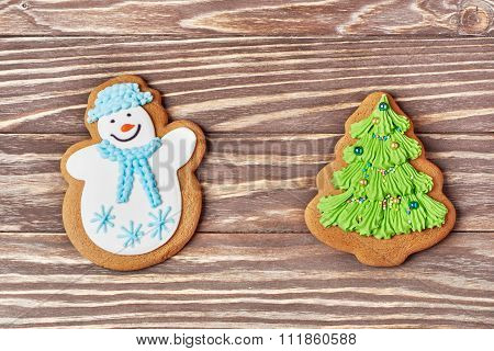Gingerbreads Snowman And Christmas Tree Decorated