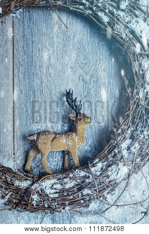 Winter garland with reindeer ornament - modern lighting effect