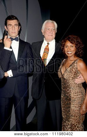 LOS ANGELES - DEC 15:  George Lazenby, Gloria Hendry at the Madame Tussauds Hollywood Reveals All Six James Bonds In Wax at the TCL Chinese Theater on December 15, 2015 in Los Angeles, CA
