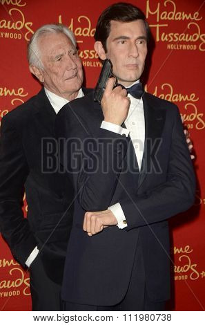 LOS ANGELES - DEC 15:  George Lazenby, George Lazenby Wax Figure at the Madame Tussauds Hollywood Reveals All Six James Bonds In Wax at the TCL Chinese Theater on December 15, 2015 in Los Angeles, CA