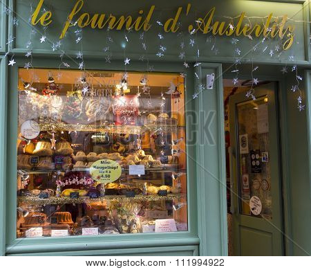 Christmas Decoration Of Bread And Cake Shop Le Fournil D'austerlitz