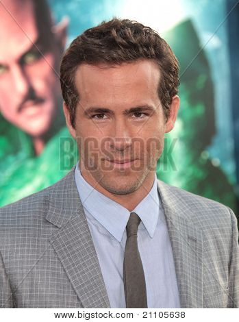 LOS ANGELES - JUN 15:  Ryan Reynolds arrives to the