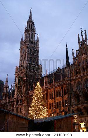 Marienplatz vertical
